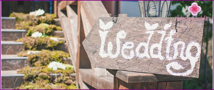 Signpost for a wedding made of wood