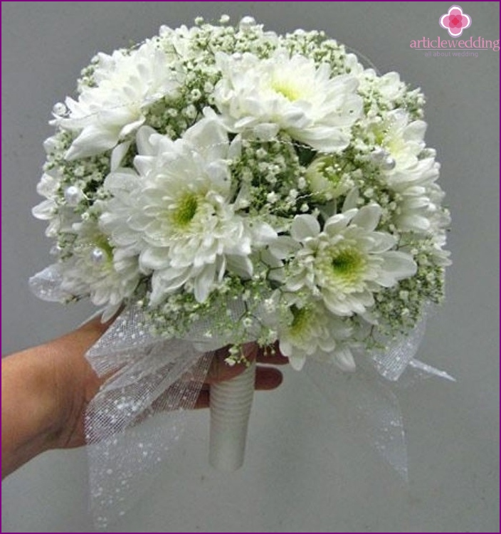 Bouquet for a witness is bought by a witness at a wedding