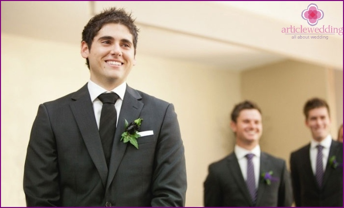Appearance of the witness from the groom