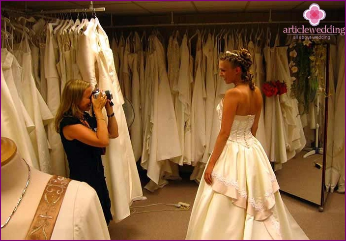 Choosing a dress is not easy.