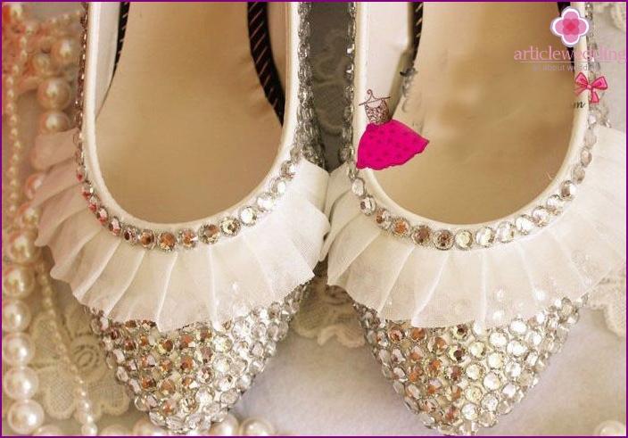 Litteät kengät: valikoima moderneja morsiamet