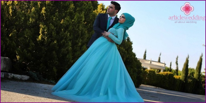 Blue newlywed outfit