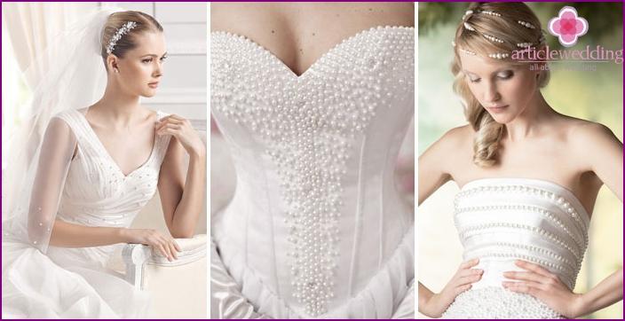 Perlen im Korsett eines frisch verheirateten Kleides