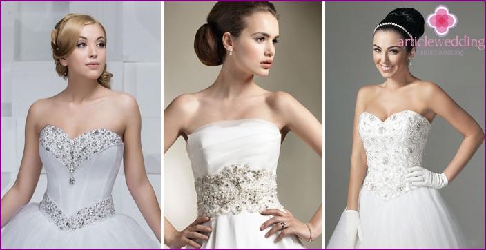 Kristalle und Perlen auf Hochzeitskleidern