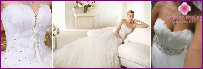 Federn auf einem Hochzeitskleid