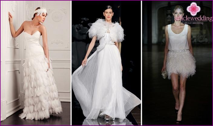 Brautkleider mit Federn