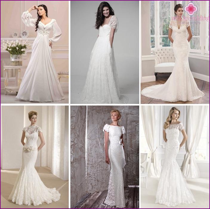 Short sleeves on the bride's wedding dress