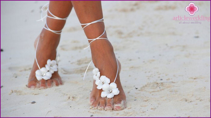 Bride foot decor for coast wedding