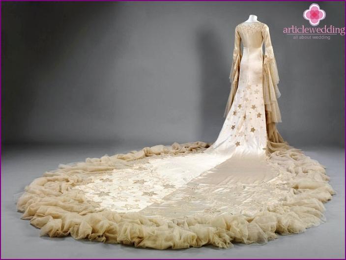 Antikes mittelalterliches Hochzeitskleid