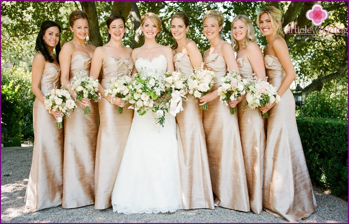 Bridesmaids in comfortable clothes