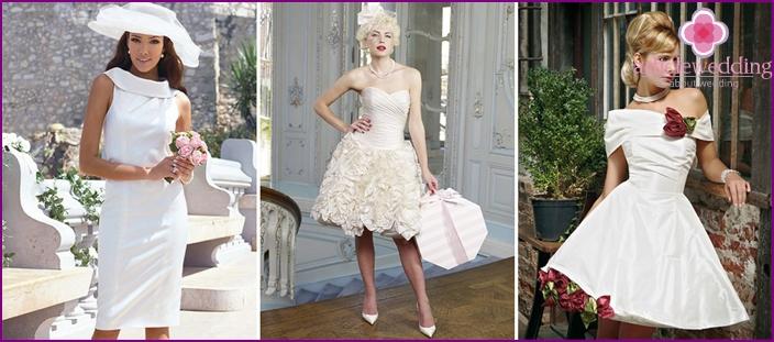 Helle kurze Kleider von Braut und Bräutigam