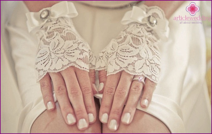 Handmade bride gloves