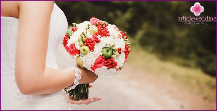 Composition for the bride and groom with fruits and berries