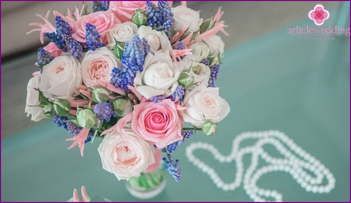 Pink and blue tones of wedding flowers