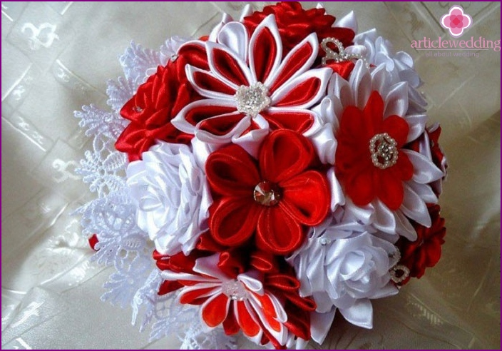 Kanzashi flowers in a bouquet