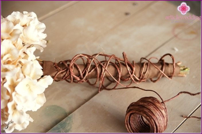 Accessory decor with twine