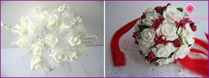 Keinotekoiset kukat morsiamen kimpussa