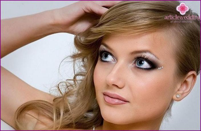 Für das perfekte Make-up der Braut benötigen Sie professionelle Kosmetik