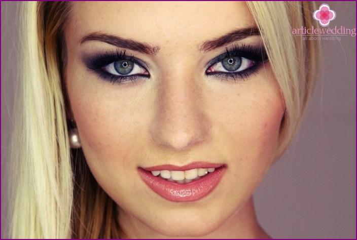 Makeup for blond hair and gray eyes