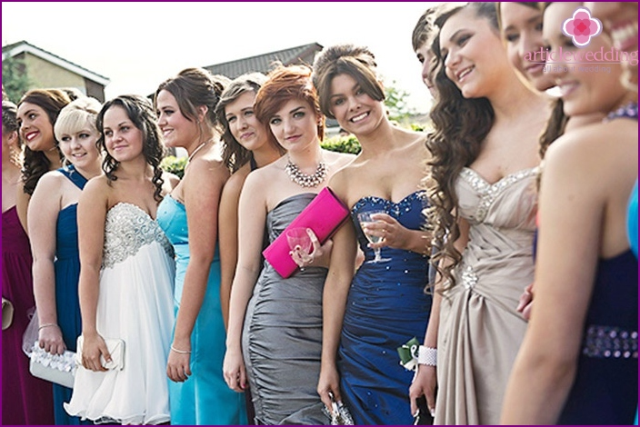 The choice of evening dress is an important and responsible task.