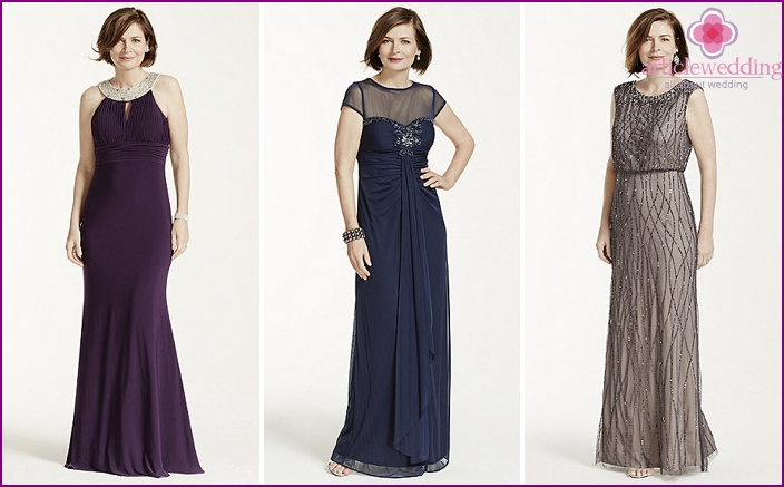 Mom's long evening dress for her daughter's wedding