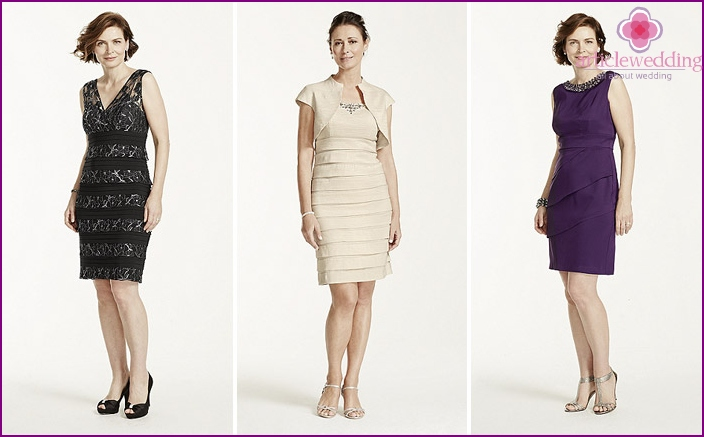 Sheath dress for mom at the wedding of her daughter