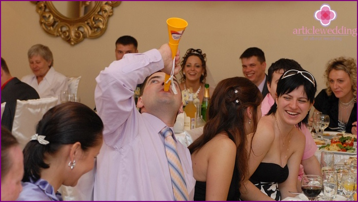Entertaining games for youth at a wedding