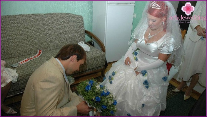 Groom puts bride on a shoe