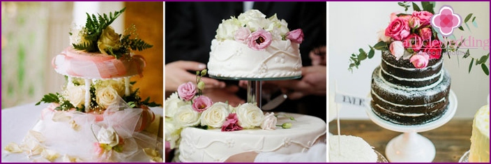 Wedding cakes decorated with fresh flowers