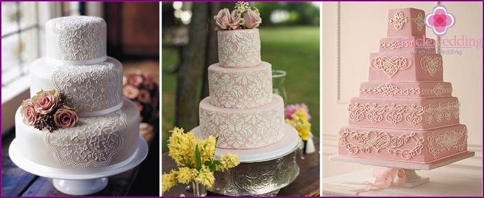 Lace pattern on a wedding cake