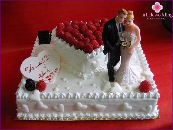 Cake with a tier heart for a small wedding
