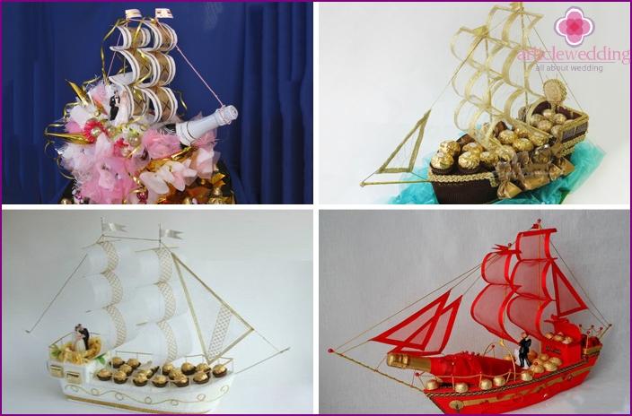 Hochzeitssüßigkeitskuchen in der Form eines Schiffes