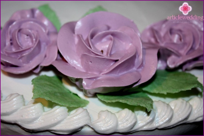 Dessert decoration with protein roses