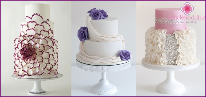 Wedding cakes are made in different colors.