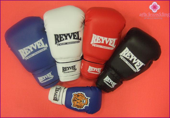 Boxing gloves for honeymooners