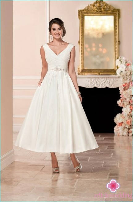 Midi wedding dress perfect in the summer season