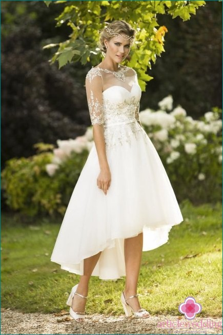 Asymmetric skirt wedding dress