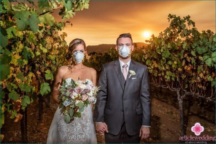 Wie man mit einer Hochzeit während des Coronavirus ist