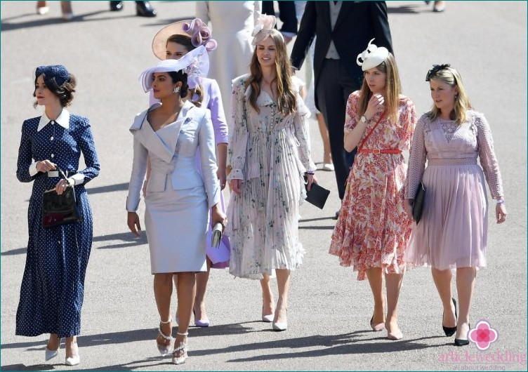 All women at royal weddings must wear hats