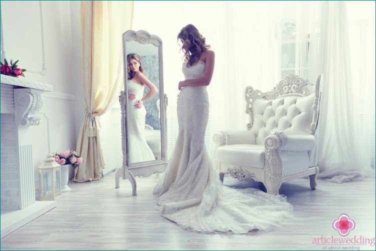The bride should not see the full image before the wedding