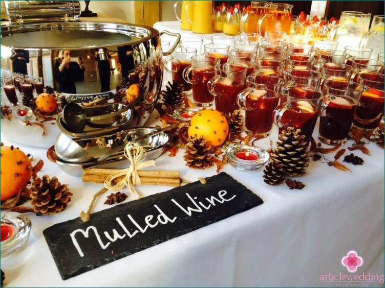 Mulled wine at a winter wedding