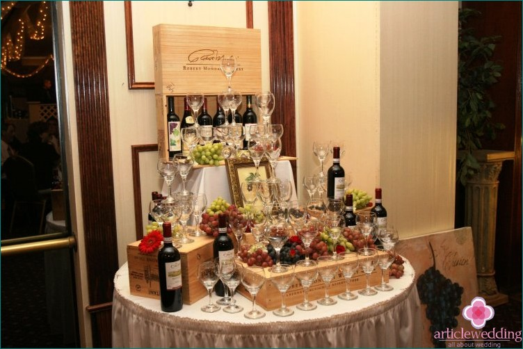 Wine bar at the wedding