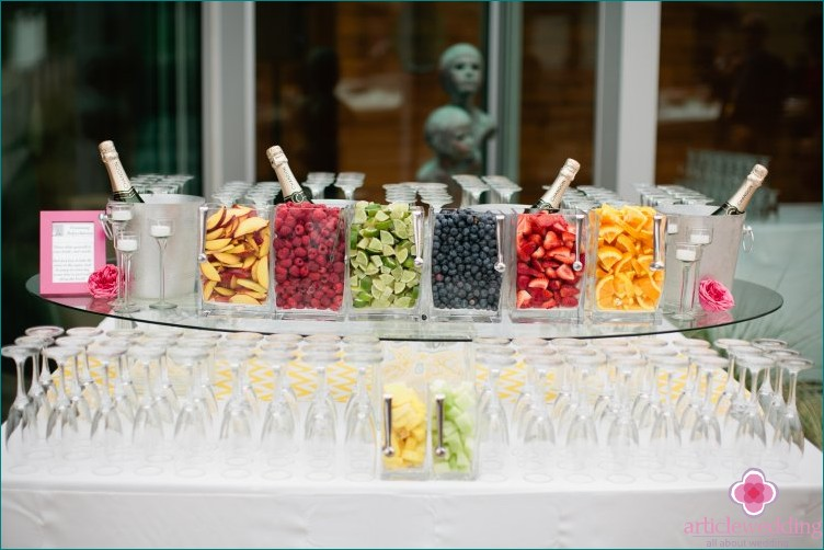 Mimosa bar at a wedding