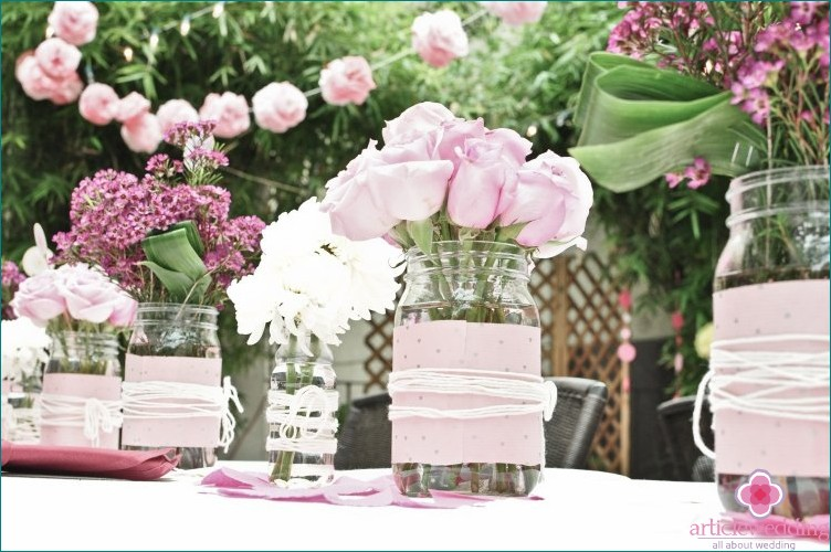 Jars in the form of flower vases