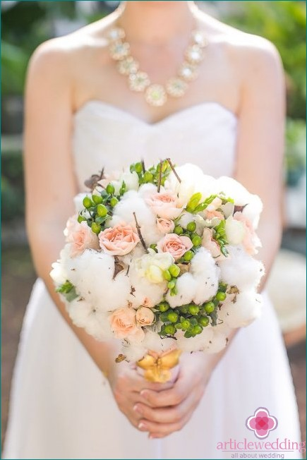 Bouquet with cotton