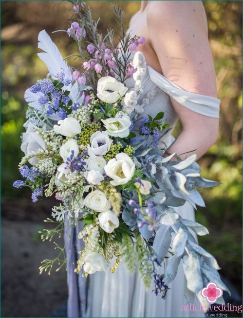 Wedding bouquet with blue shades