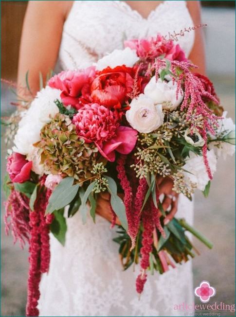 Bouquet with red shades