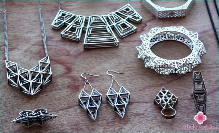 Stylish geometric ornaments.