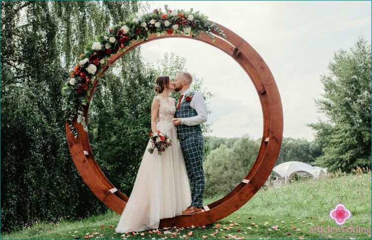 Round arch for the wedding