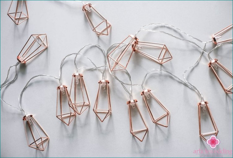 Luminous geometric garland